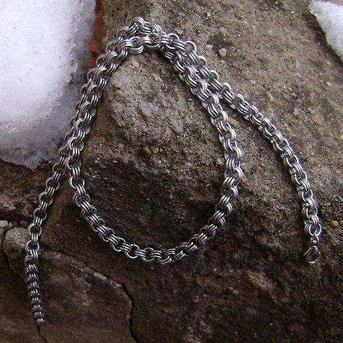 V řetězech - náhrdelník