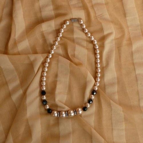 náhrdelník černý s rondelkama - jednořadý