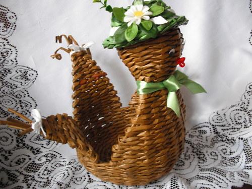 Košíček slepička na velikonoční vajíčka