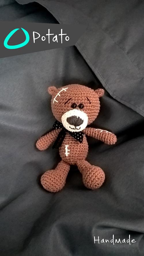 Háčkovaný medvídek Medoušek