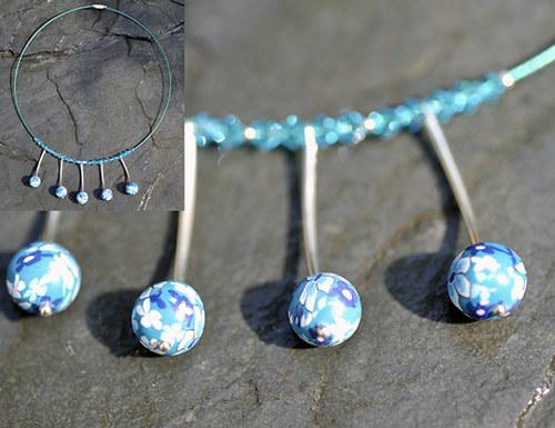 Modrý náhrdelník pevný N0073B