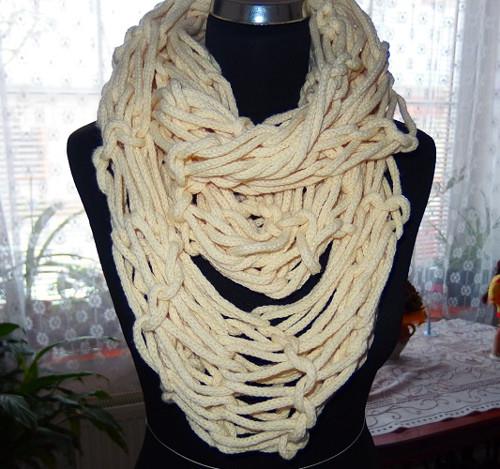 Pletená šála dutinka
