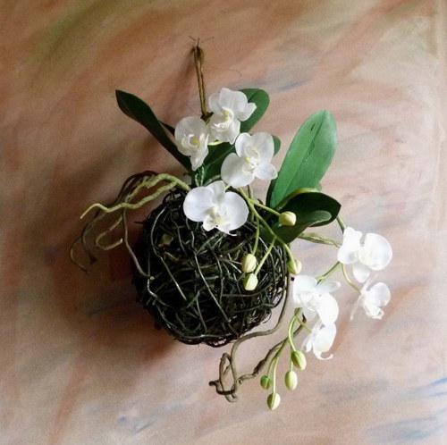 Umělá bílá orchidej  -  závěs nebo na plochu