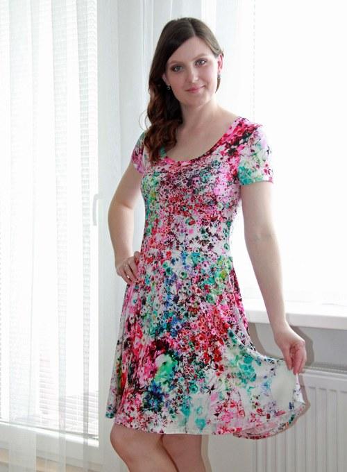 Letní šaty s půlkolovou sukní