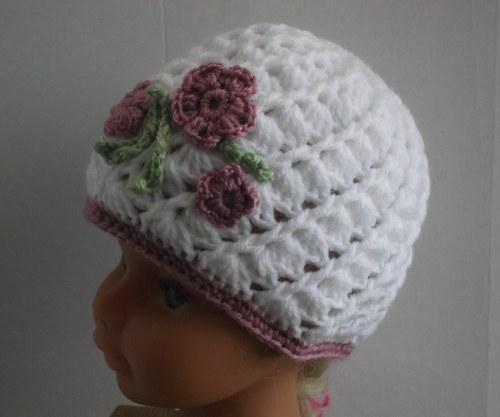 Bílá čapka pro holčičky s kytíčkami 40-44cm.