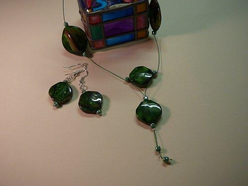 Náhrdelník se zelenými plastovými korálky SLEVA