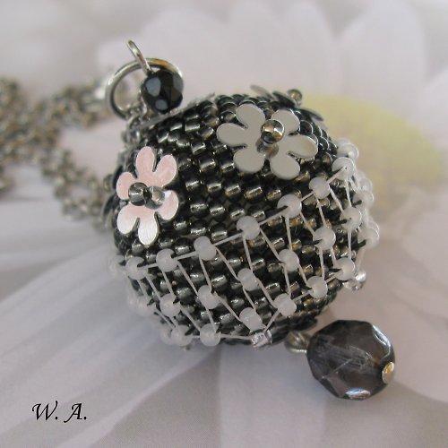 Květinový košík, náhrdelník
