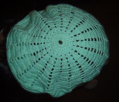 světle zelený baret