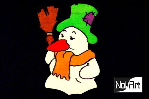Snehuliak so zeleným klobúkom
