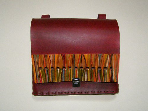 Kapsa na pásek s barervnými proužky a čtverečky