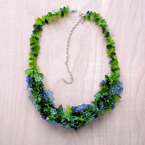 aiv1000Rozkvetlá louka - velký modrý náhrdelník