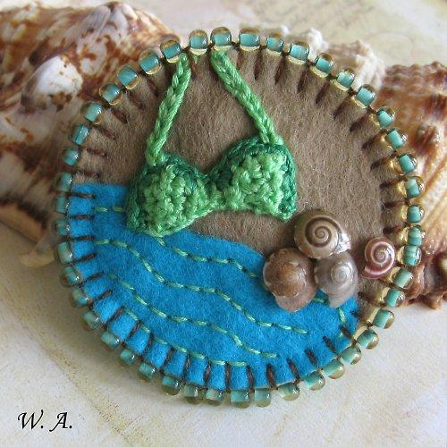 Plážová brož s plavkami