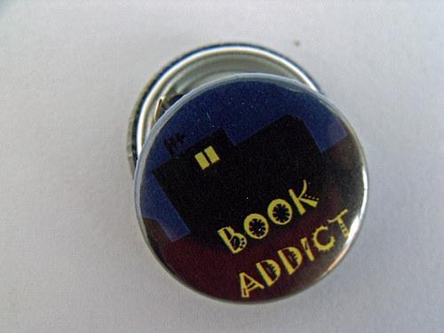 "Button \""Book addict\"""
