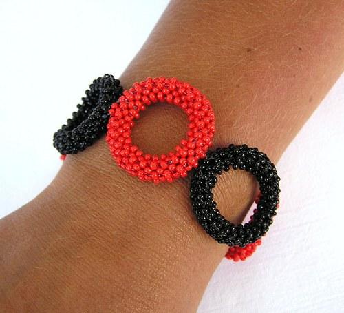 Černá s červenou