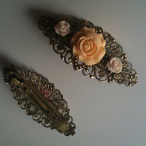 Bronzová filigránová sponka s kytičkami 4