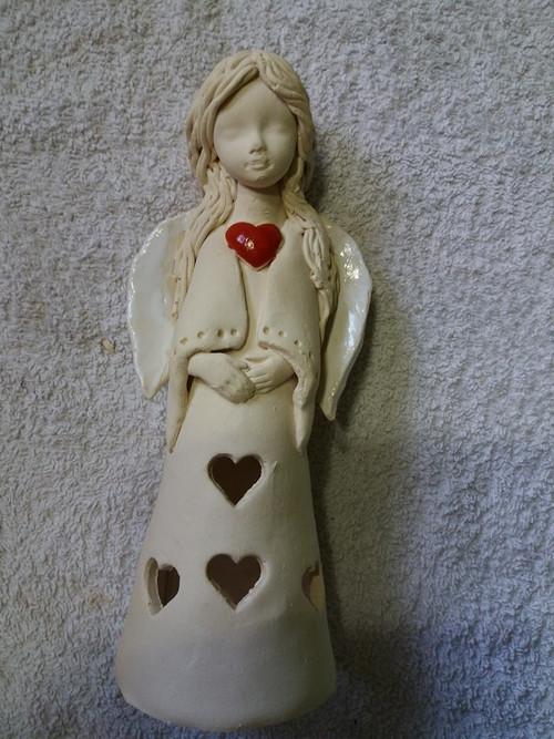 Keramická andělka se srdcem