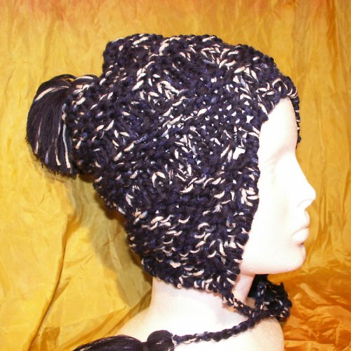 čepice pletená s ušima a střapci
