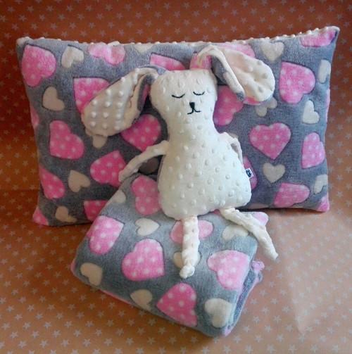 Srdíčková souprava pro holčičku-polštář,deka,zajíc