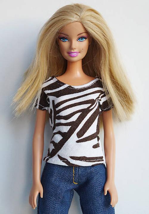 Hnedobiele tričko pre Barbie