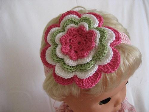 Háčkovaná čelenka s kytkou - tm.růžová/bílá/zelená