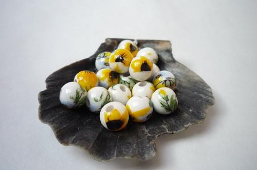 malé porcelánové korálky 4 ks 6 mm - žlutý