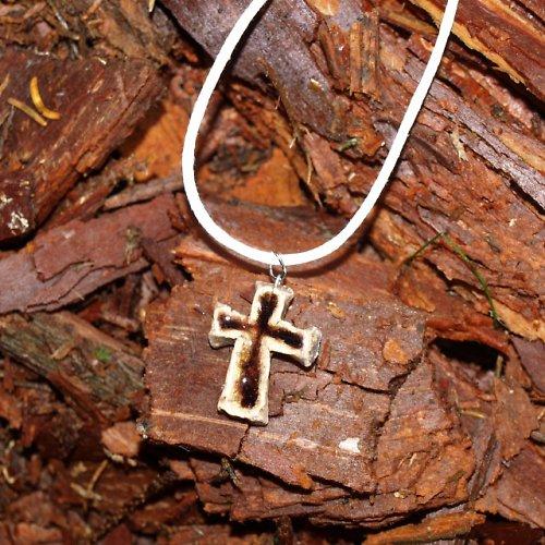 Křížek - v barvě kůry