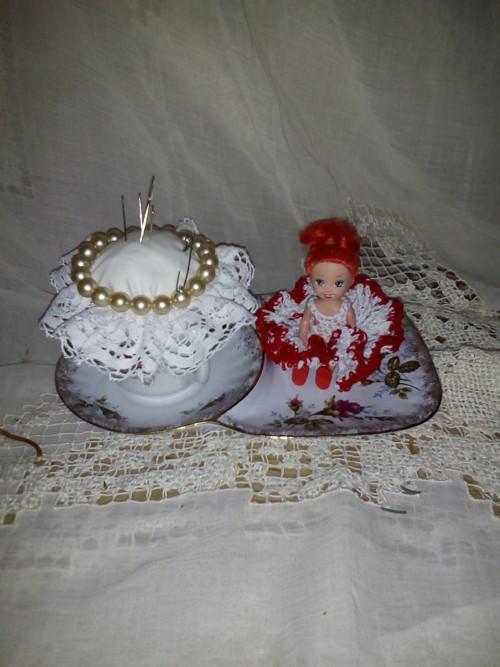 Jehelníček s panenkou č. 10