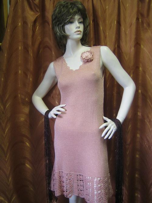 letní šaty ve zvláštní starorůžové