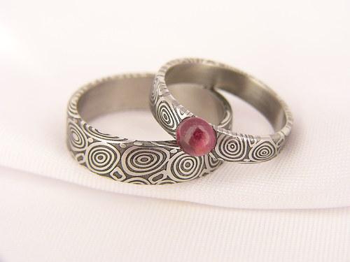 Pár Snubních prstenů Eydus z damascénské oceli