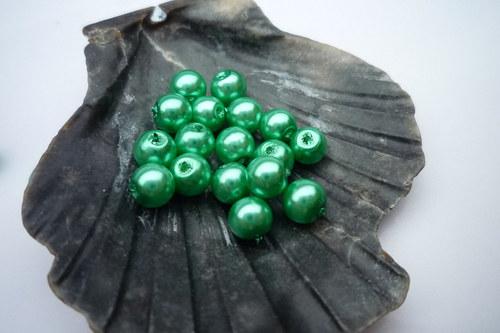 60 ks  perličky 4 mm   č.11 zelená pastelová