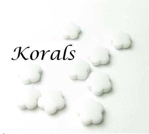 2146 Korálek plastový KVĚTINA 10 ks; Bílá