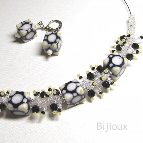 Dot, dy dy, dot - náhrdelník v bílé