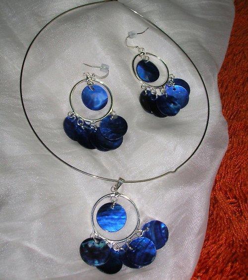 Tmavě modré perleťové penízky (56)