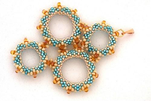 Přívěsek - kroužky modro-béžové