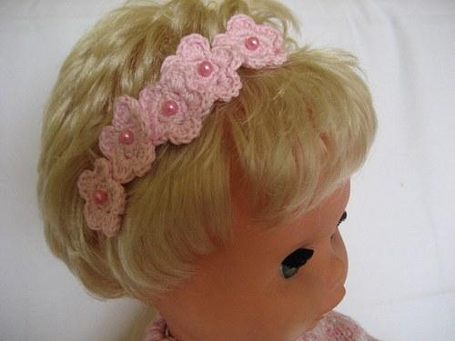 Háčkovaná čelenka s kytičkami - růžová