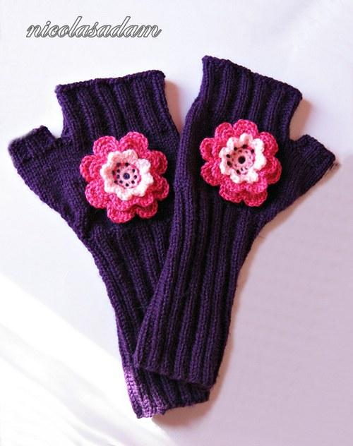 Rukavičky fialové s růžovou kytičkou