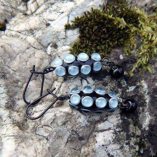 Náušnice okaté olivy - šedé (montán)