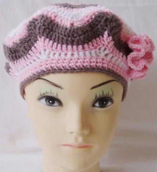 Jemný háčkovaný baret