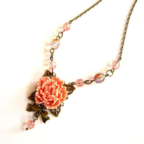 Romantický květinový náhrdelník s pivoňkou