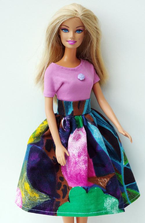 Farebná sukňa pre Barbie