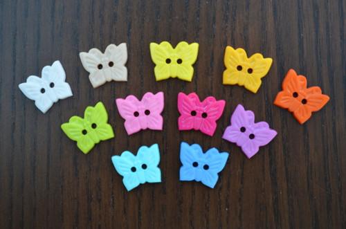 Knoflík plastový motýl jednobarevný - SADA 5 KUSŮ