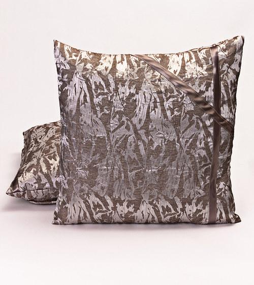 Moderní polštář stříbrné barvy 48 x 48 cm