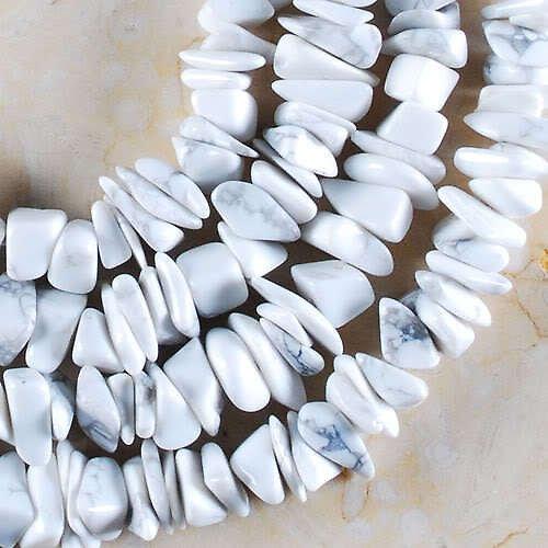 Bílý howlit - zlomky,cena za 10cm návlek SLEVA
