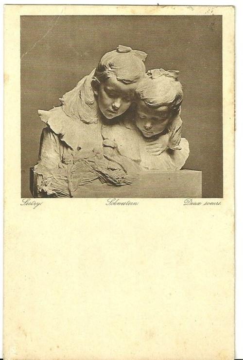 Umělecká pohlednice socha sestry