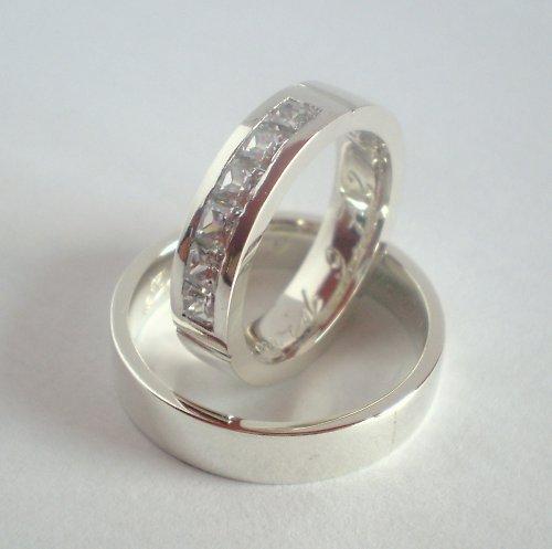 Stříbrné snubní prsteny se Zirkony.