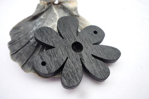 dřevěné kytičky větší  2 ks- černé
