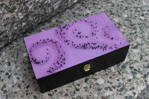 Dřev. krabička ručně malovaná - Ve fialkách