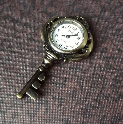 Vintage hodinky klíč