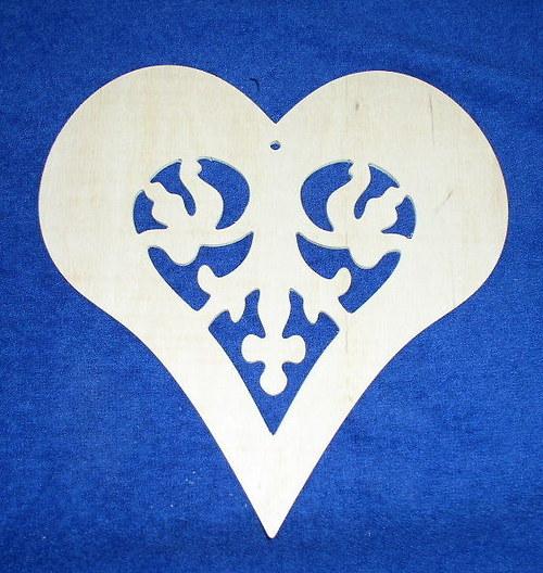 Veliké srdce s ozdobným výřezem DL708