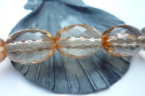 plastové  korálky   2 ks, 15x10 mm